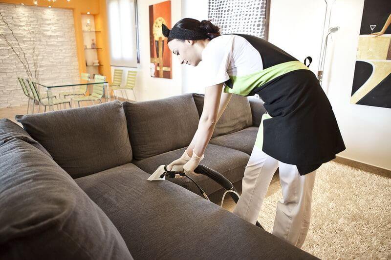 Come pulire i mobili e divani   Antica Farmacia ...